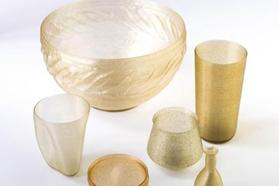 contenitori realizzati con bioplastica di alghe